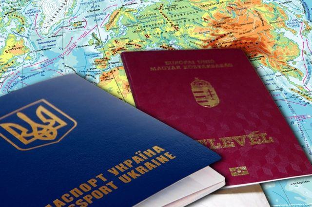 В Черновицкой области уволен чиновник за двойное гражданство.