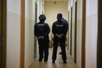 Полиция проспала родительский самосуд в школе и только после него возбудилась.