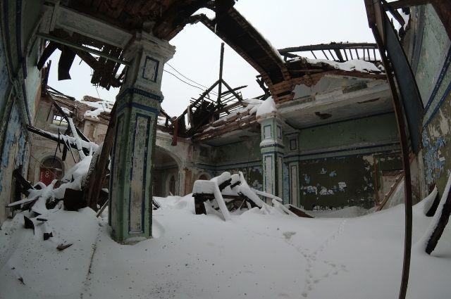 Здание, в котором учился первый космонавт планеты Юрий Гагарин, не ремонтировалось уже несколько десятилетий.