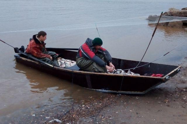 В лодке у рыбаков находилось 39 рыб, ущерб биологическим ресурсам - пять тыс. рублей.