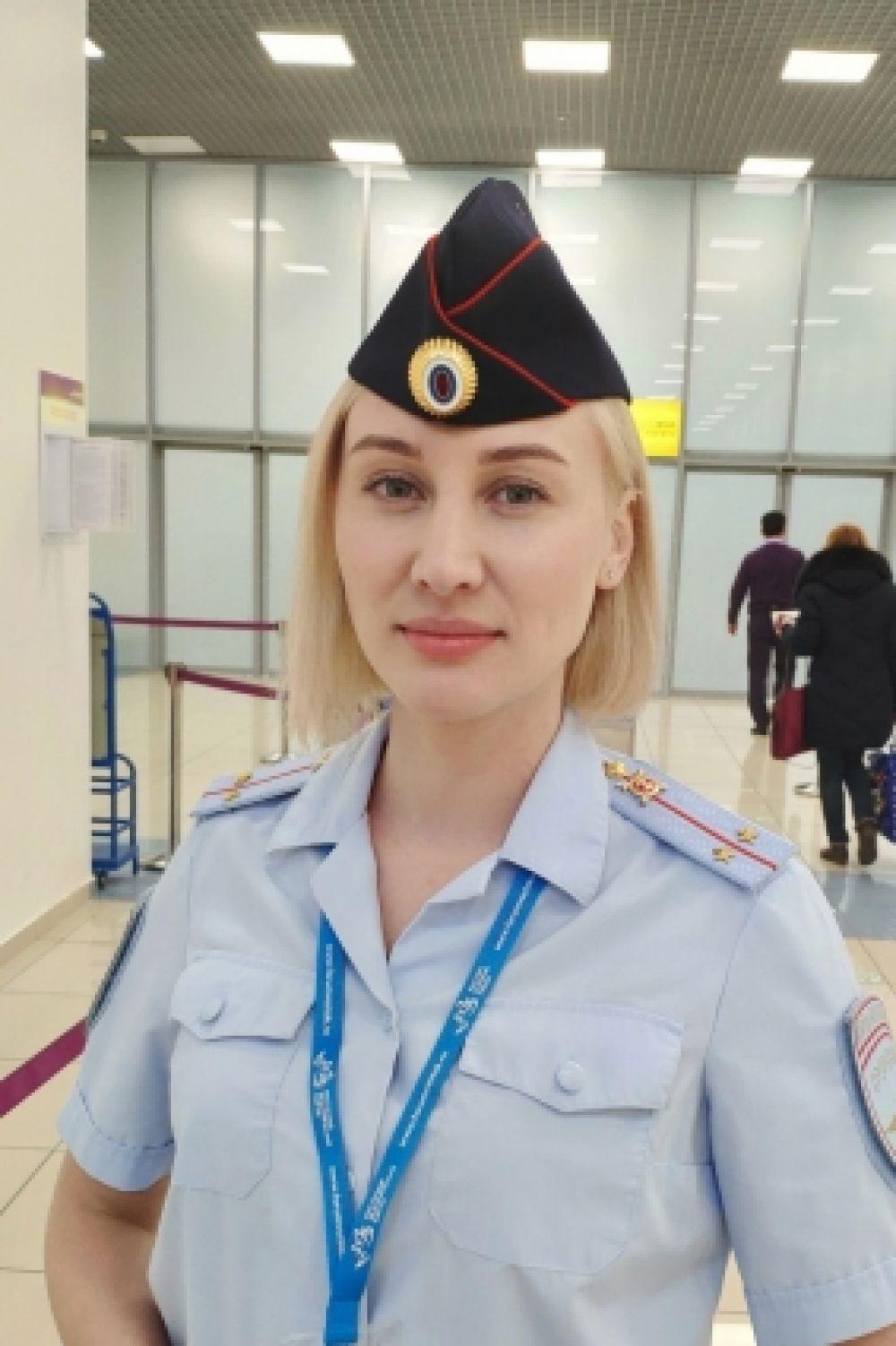 Очковская Олеся, младший инспектор ОПД ЛОП в аэропорту Владивосток, младший лейтенант полиции Владивостокского ЛУ МВД России на транспорте.