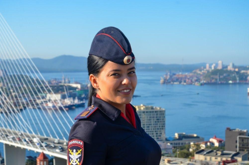 Самарская Анастасия, младший инспектор ОИАЗ Владивостокского ЛУ МВД России на транспорте, старшина полиции.