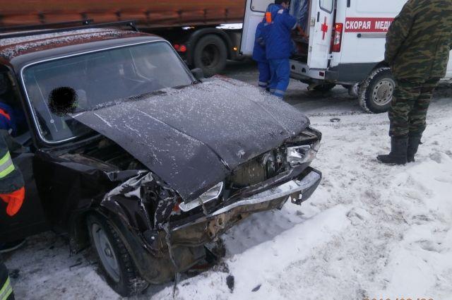 Пассажирка была без сознания, когда к месту приехали спасатели.