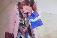 В Новом Уренгое разыскивают женщину, подозреваемую в краже детской одежды