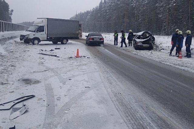 23-летний водитель ВАЗа погиб на месте.