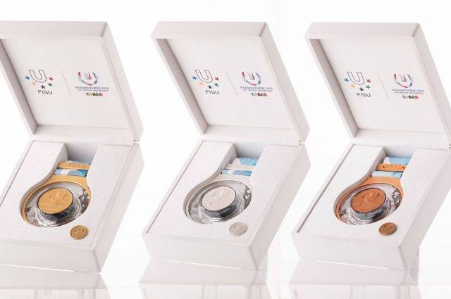 Комплект медалей Универсиады.