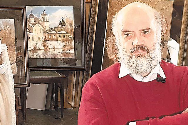 Сергей Андрияка в мастерской.