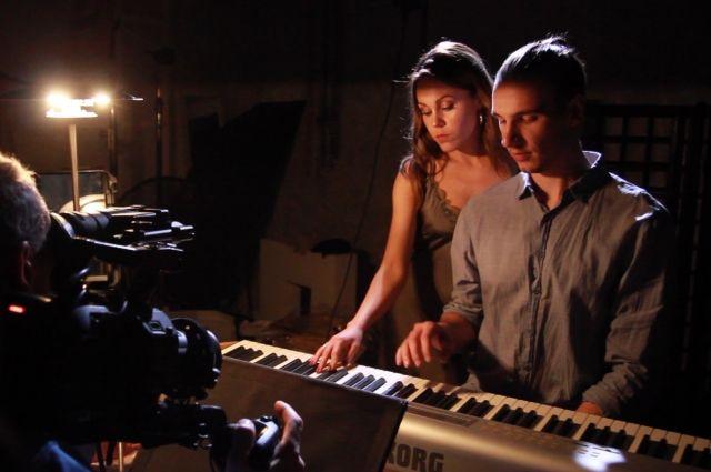 Монологи рук: Alyosha представила необычный клип на песню «Горда»