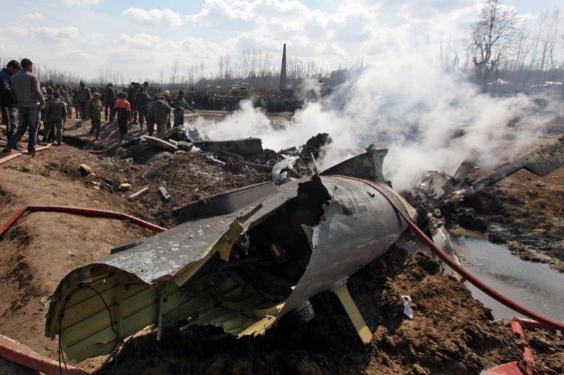 Сбитый самолет ВВС Индии в округе Будгам в штате Джамму и Кашмир.