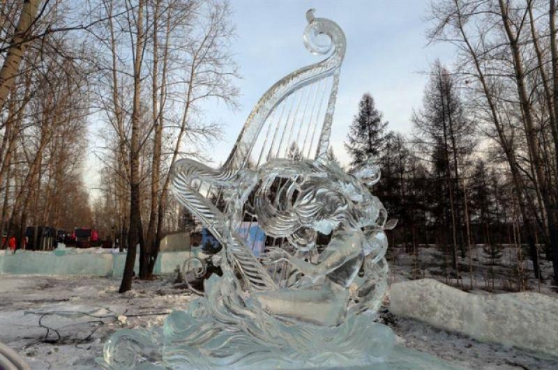 Лучшей скульптурой изо льда стала работа команды из Екатеринбурга «Край льда». Уральские скульпторы второй год подряд занимают почётное первое место в данном фестивале.
