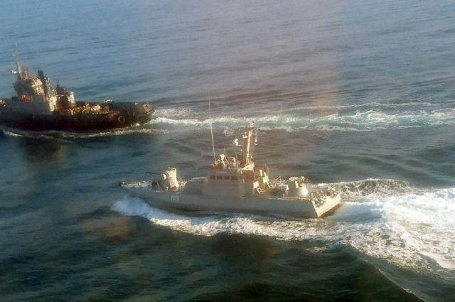 Корабли Украины практически не пересекают Керченский пролив, а иностранным судам никто не мешает ходить через него.
