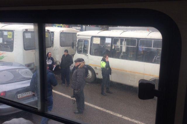 В Хабаровске ученик автошколы врезался в автобус.