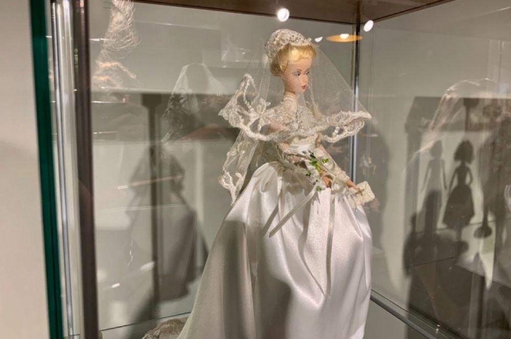 Браби Грейс Келли выпущена к 55-летию свадьбы известной актрисы и принца Монако.