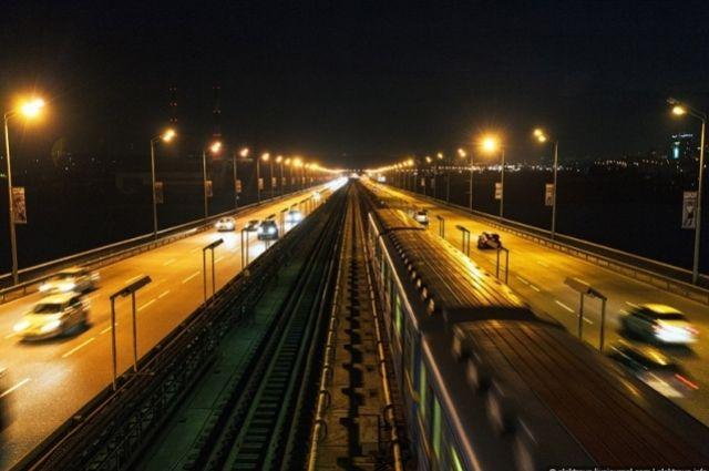 Проезд по Южному мосту в Киеве будет затруднен из-за частичного перекрытия в пятницу, 1 марта.