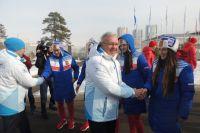 Губернатор приветствует российскую сборную.
