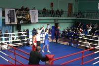 Арсений занимается боксом шесть лет и это были первые его серьёзные состязания. Ему удалось выиграть все четыре боя со счётом 5:0