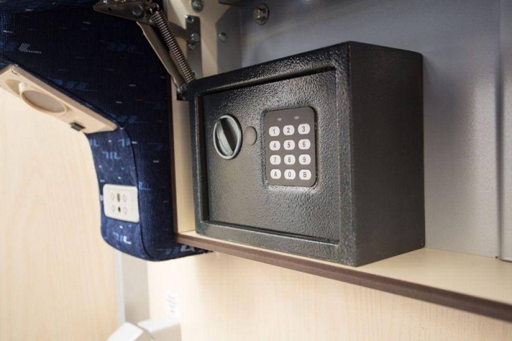 Индивидуальные сейфы с электронными замками.