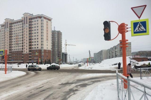 Новый светофор появился на перекрёстке улицы Волгоградской и проспекта Московского.