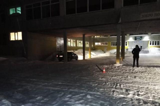 ДТП произошло во дворе школы №15 в посёлке Ярега.