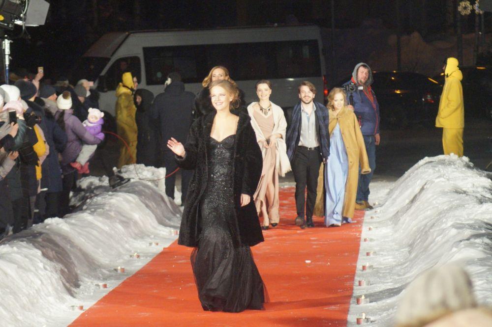 По красной дорожке прошли представители российского и мирового кино. Гости из 16 стран мира приехали в Ханты-Мансийск.