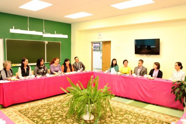 Глава Лабытнанги пригласила молодых педагогов побеседовать за чашкой чая