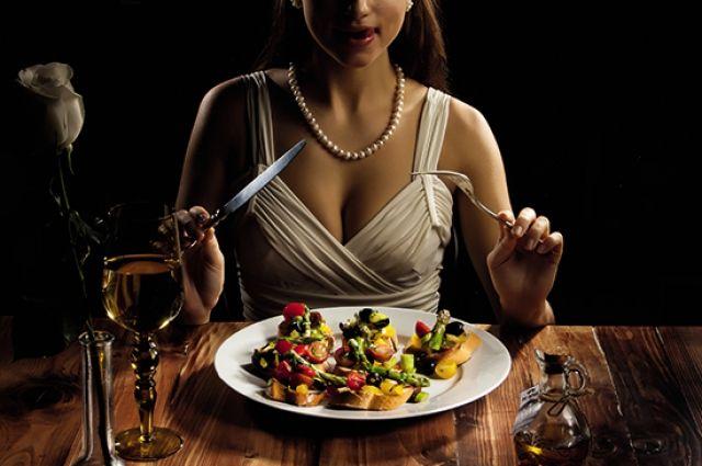 Поздние приемы пищи повышают риск развития болезней.