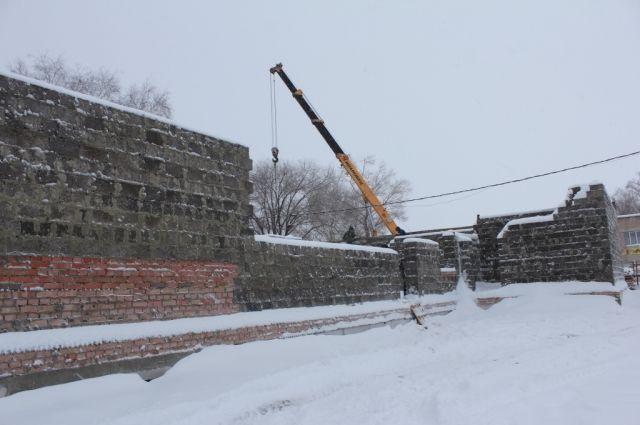 В с.Желтое Саракташского района в школе протекает крыша, а строить пытались дом культуры.