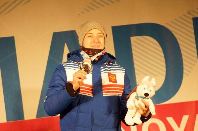 Награждение Максима Бурова.