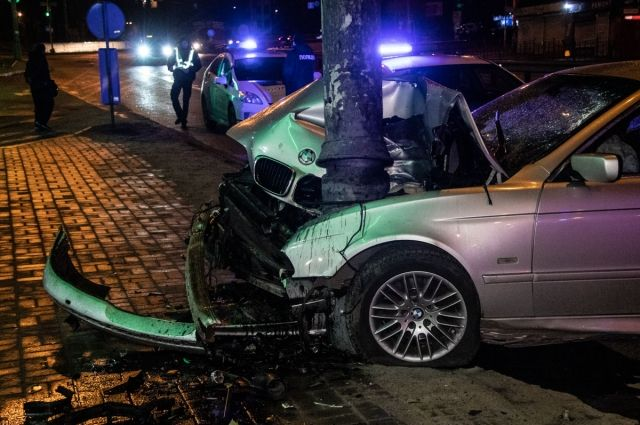 Авария случилась поздно ночью в понедельник, 4 марта, на Чоколовском бульваре в Соломенском районе.