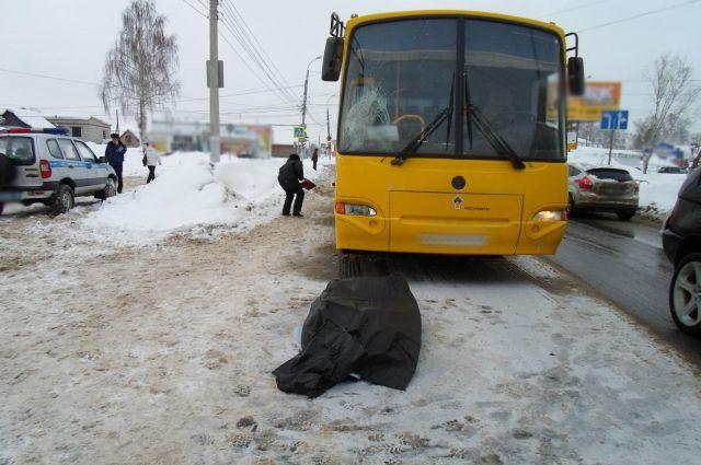 Водитель автобуса устроил смертельное ДТП в Ижевске.