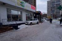 В Оренбурге Mercedes наехал на бабушку с 1,5-годовалым ребенком в коляске
