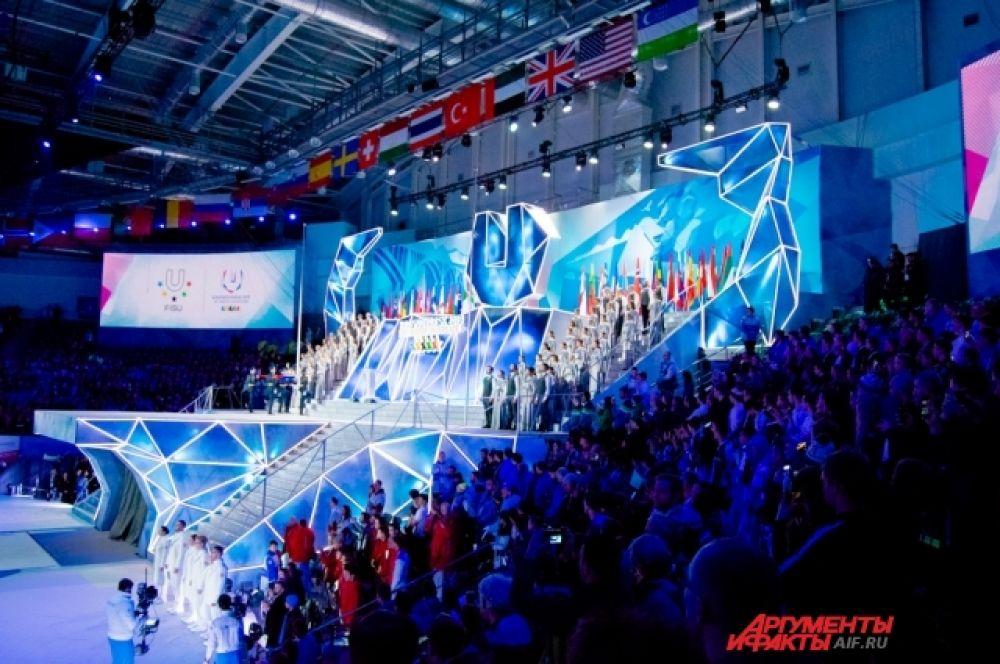 После поднятия флага в живом исполнении прозвучал гимн России.