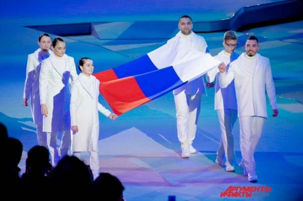 Флаг России вынесли Молодые Профессионалы России – победители чемпионата WorldSkills.