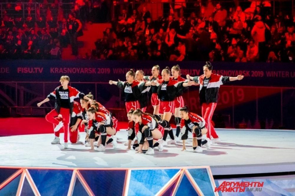 В церемонии открытия приняли участие лучшие красноярские коллективы.
