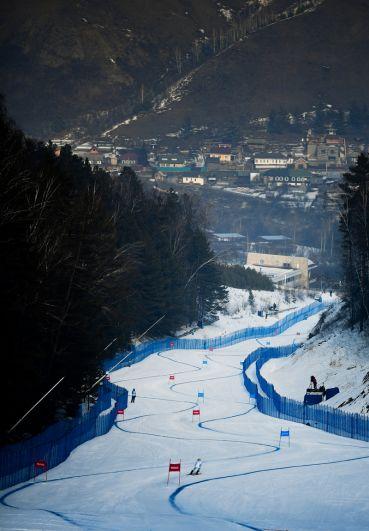 На трассе мужского супер-гиганта соревнований по горнолыжному спорту на XXIX Всемирной зимней Универсиаде 2019.