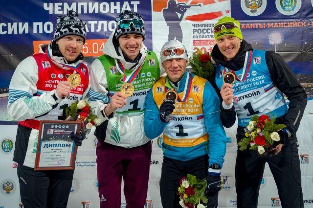 Никита Поршнев - второй слева