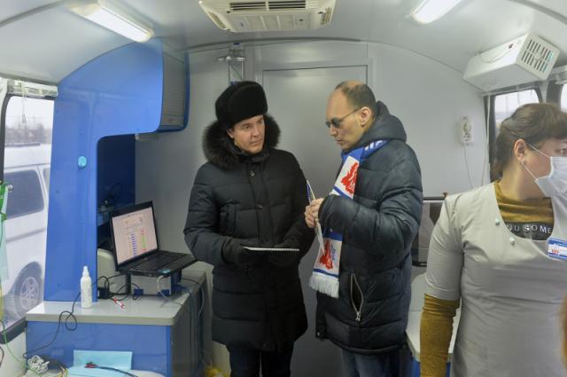 Дмитрий Артюхов в Надыме оценил работу «Мобильного центра здоровья»