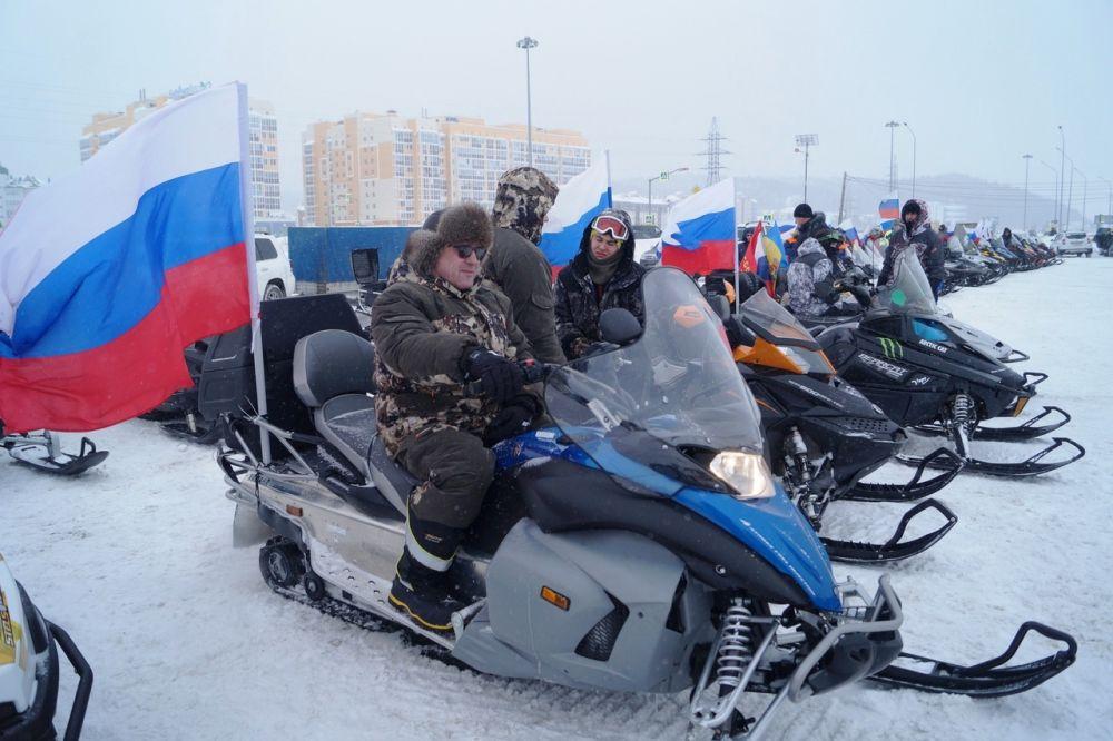 Стартовали от стоянки ГИБДД Ханты-Мансийска по Объездной.
