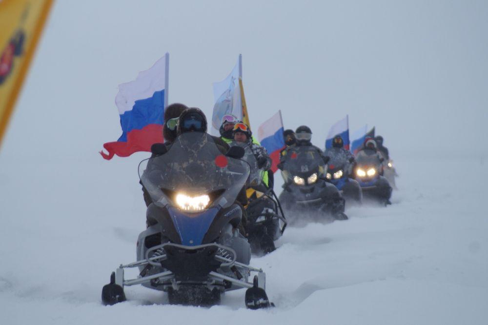 Хантымансийцы и гости столицы Югры участвовали в пробеге семьями.