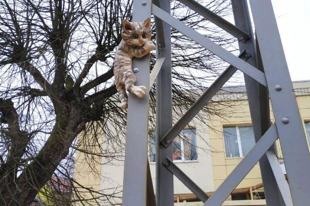 В Зеленоградске появились три новых скульптурных кота