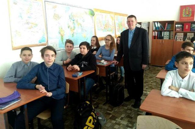 Пётр Степанович более 30 лет занимается проблемами детей, которых принято называть трудными.