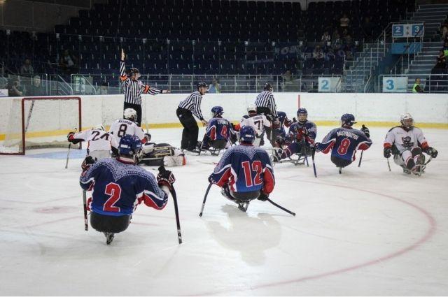 В Оренбурге проходит открытый турнир по следж-хоккею
