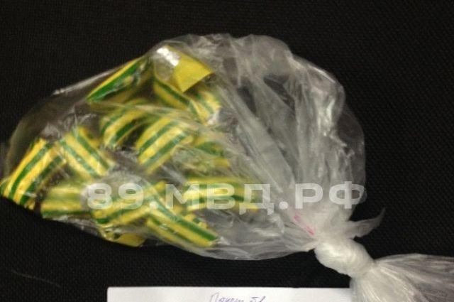 В автомобиле жителя Тарко-Сале обнаружили крупную партию наркотиков