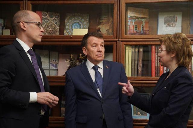 Встреча министра культуры России Владимира Мединского и главы Удмуртии Александра Бречалова состоялась 4 марта в Москве.