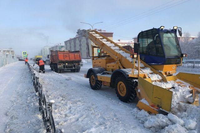 Из Салехарда сегодня, 5 марта, вывезли почти 162 тысячи кубов снега