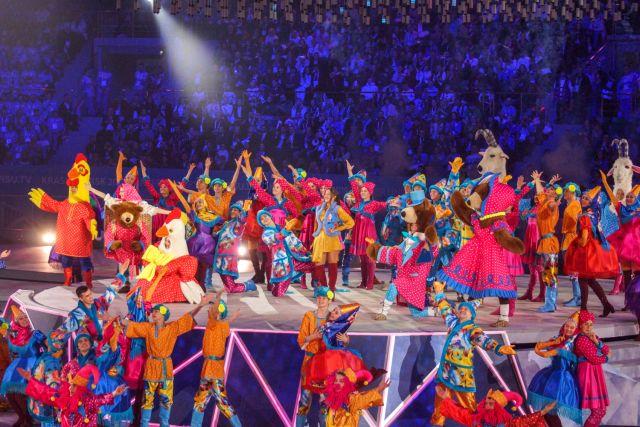 На открытии Универсиады Нюша исполнила русскую народную песню «Валенки».