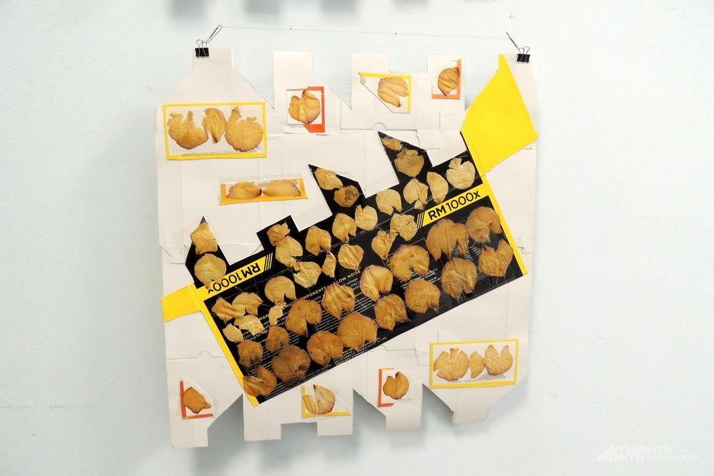 Основой этой работы стала коробка от компьютерного блока питания.