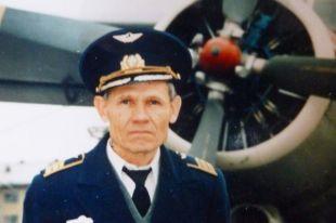 Гуго Петерс трехлетним ребёнком увидел самолет и захотел стать лётчиком.