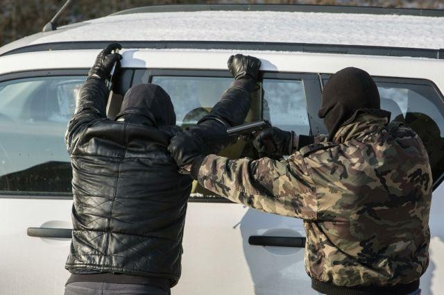 Калининградский полицейский «крышевал» незаконную добычу янтаря