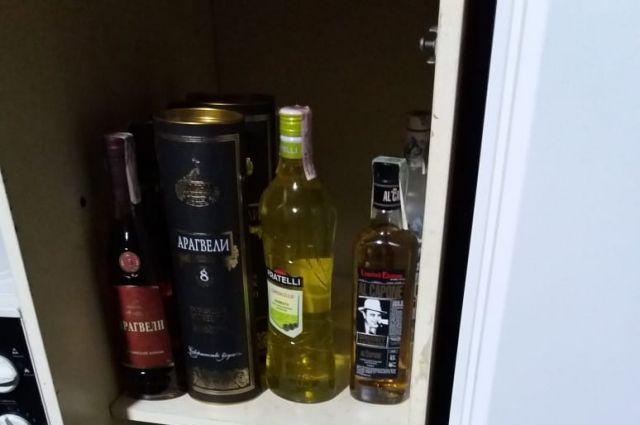 В Херсоне подпольный цех массово штамповал поддельный «брендовый» алкоголь